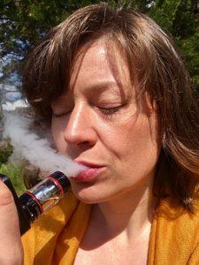 vaping image -e cigarette